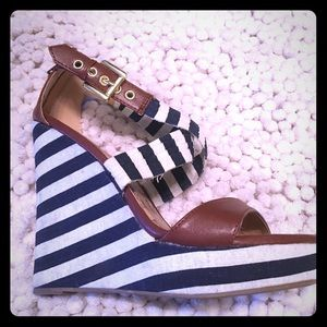 Liliana Wedges